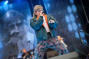 Sänger als Kiezlude Mike Hansen verkleidet