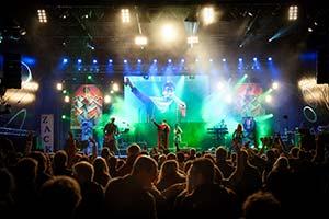 Zack Zillis auf großer Bühne Stadtfest Kieler Woche