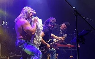 Gitarrist Ron als Iggy Pop