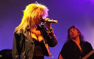 Sängerin Jassy als Tina Turner auf einem Stadtfest